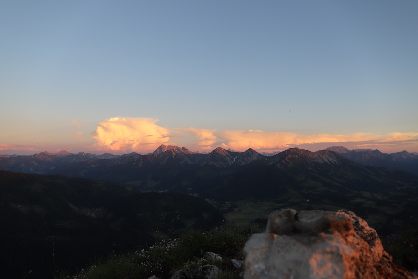 Panorama am Sorgschrofen mit dem mächtigen Geißhorn
